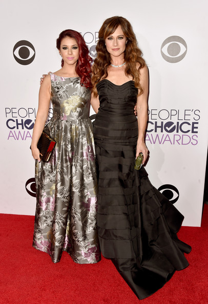 Arrivals at the People's Choice Awards — Part 2 [fashion model,dress,clothing,red carpet,carpet,shoulder,fashion,hairstyle,premiere,gown,arrivals,actresses,jillian rose reed,nikki deloach,peoples choice awards,california,los angeles,nokia theatre la live,l]