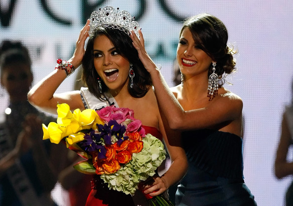 Jimena Navarrete Miss Mexico 2010, Jimena Navarrete (L), reacts as she is crowned the 2010 Miss Universe by 2009 Miss Universe Stefania Fernandez during the 2010 Miss Universe Pageant at the Mandalay Bay Events Center August 23, 2010 in Las Vegas, Nevada.