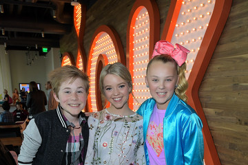 JoJo Siwa Nickelodeon's Sizzling Summer Camp Special Event