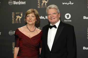 Joachim Gauck Daniela Schadt Red Carpet Arrivals - Bambi Awards 2017