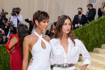 Joan Smalls Lily Aldridge The 2021 Met Gala Celebrating In America: A Lexicon Of Fashion - Arrivals