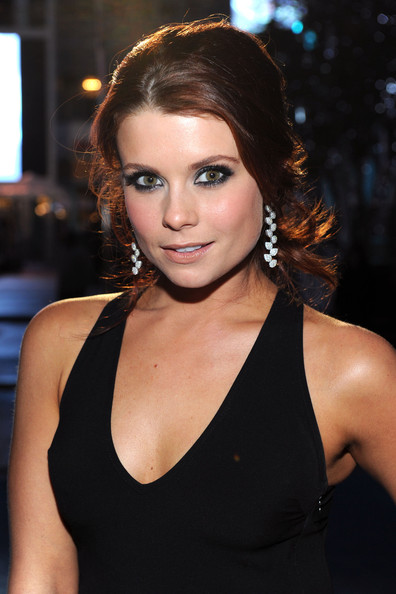 Joanna Garcia Pictures - 2011 People's Choice Awards - Red ...