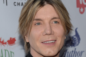 Johnny Rzeznik Arrivals at the Hollywood Christmas Parade — Part 3