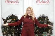 Jolly Holly Holiday Crafternoon With Busy Philipps Presented By Michaels