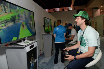 Jon Heder Nintendo Hosts Celebrities At 2016 E3 Gaming Convention