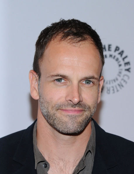 The 44-year old son of father Alan Miller and mother Ann Lee, 185 cm tall Jonny Lee Miller in 2017 photo