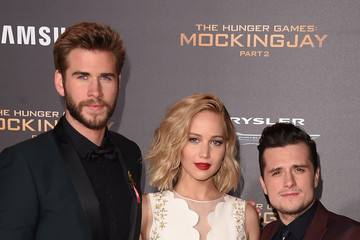 Josh Hutcherson Jennifer Lawrence Premiere of Lionsgate's 'The Hunger Games: Mockingjay - Part 2' - Arrivals