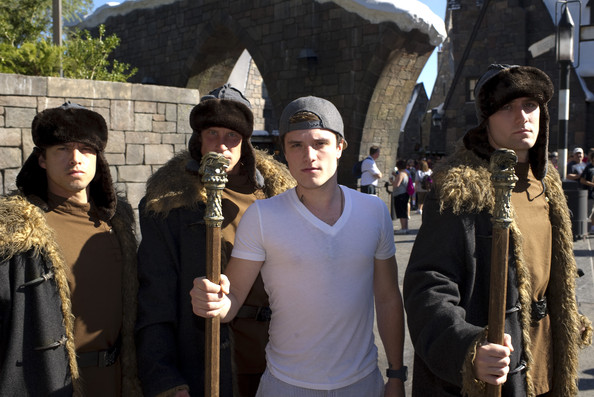 Josh Hutcherson Stood In Solidarity With The Durmstrang Wizards Famous Muggles At The Wizarding World Of Harry Potter Zimbio Why not try something more sinister? josh hutcherson stood in solidarity