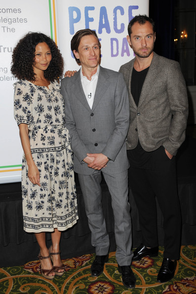http://www2.pictures.zimbio.com/gi/Jude+Law+Reducing+Domestic+Violence+Launch+DHkKaU7Qx8Rl.jpg