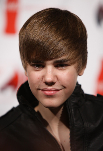 justin bieber wallpaper 2010 for. justin bieber wallpaper 2010
