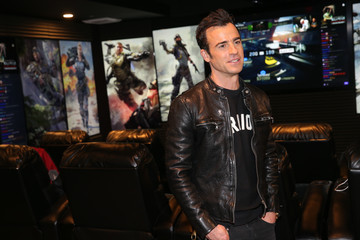 Justin Theroux Justin Theroux Plays Call Of Duty: Black Ops 3 At Treyarch Studios In Santa Monica