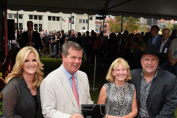 Karl Dean Garth Brooks and Trisha Yearwood Are Inducted into the Nashville Walk of Fame