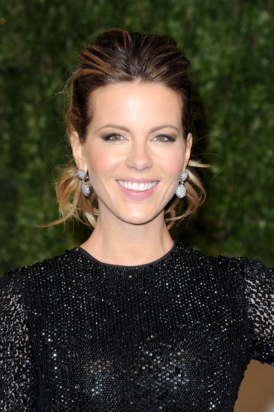 Kate Beckinsale Actress Kate Beckinsale arrives at the Vanity Fair Oscar party hosted by Graydon Carter held at Sunset Tower on February 27, 2011 in West Hollywood, California.
