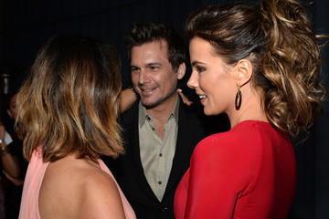 Kate Beckinsale Len Wiseman Elyse Walker Presents The Pink Party 2013 Hosted By Anne Hathaway - Red Carpet