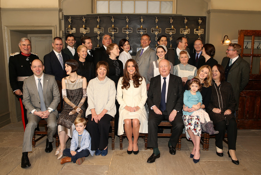 http://www2.pictures.zimbio.com/gi/Kate+Middleton+Duchess+Cambridge+Visits+Set+heina0s3hT1x.jpg