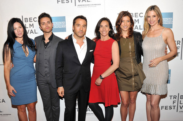 http://www2.pictures.zimbio.com/gi/Kate+Walsh+Mira+Sorvino+Premiere+Angel+Crest+fNcKDO0HdYjl.jpg