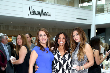 Kathy Wakile Siggy Flicker Tails Couture At Westfield Garden State Plaza Hosted By Bethenny Frankel
