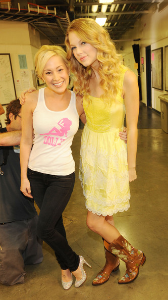 kellie pickler and taylor swift. Taylor Swift and Kellie