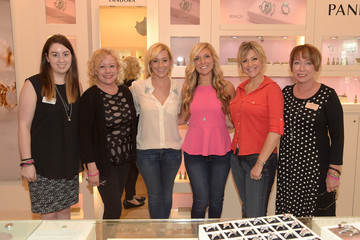 Kellie Pickler Pandora Jewelry Best Friends Shopping Spree