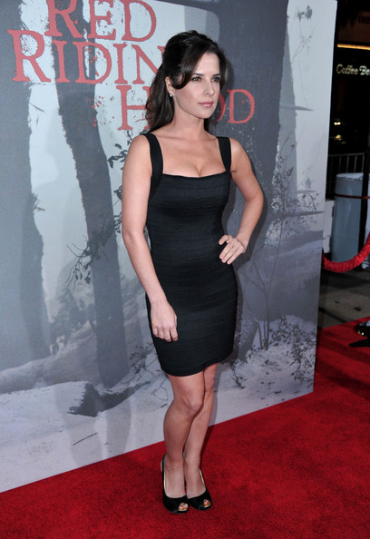 red carpet in this photo kelly monaco actress kelly monaco arrives at