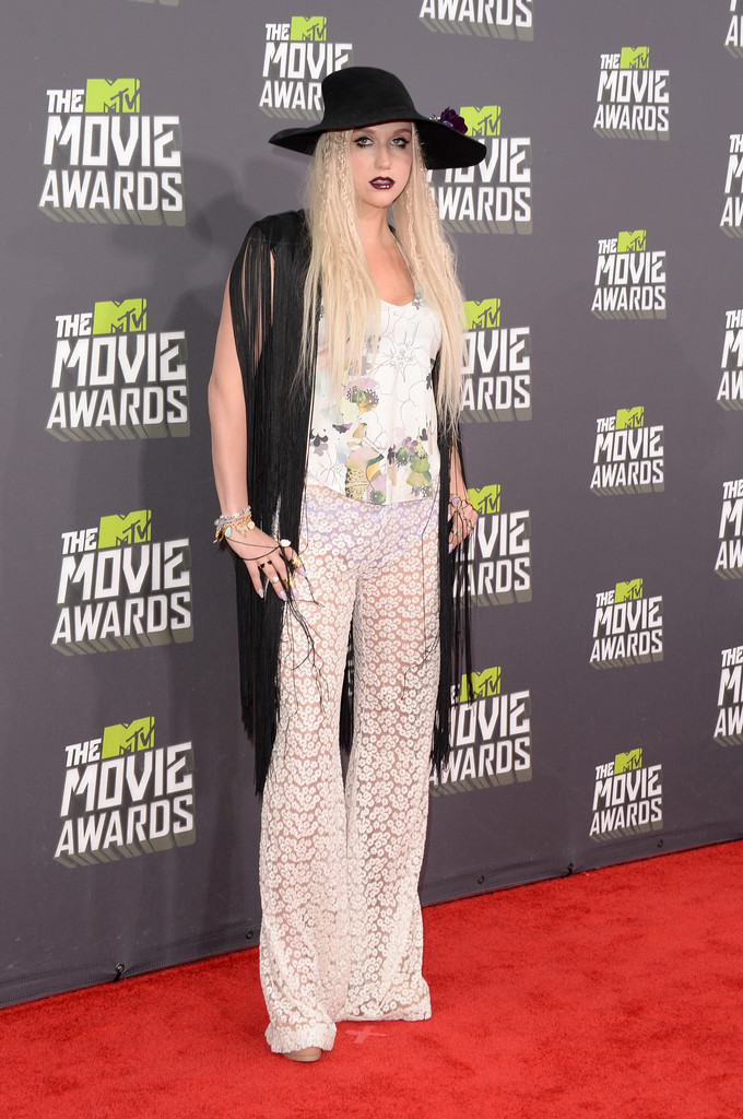 مـهـرجــــان 2013 Movie Awards Kesha 2013 MTV Movie Awards Arrivals 5uBS-ZZ0BVRx.jpg