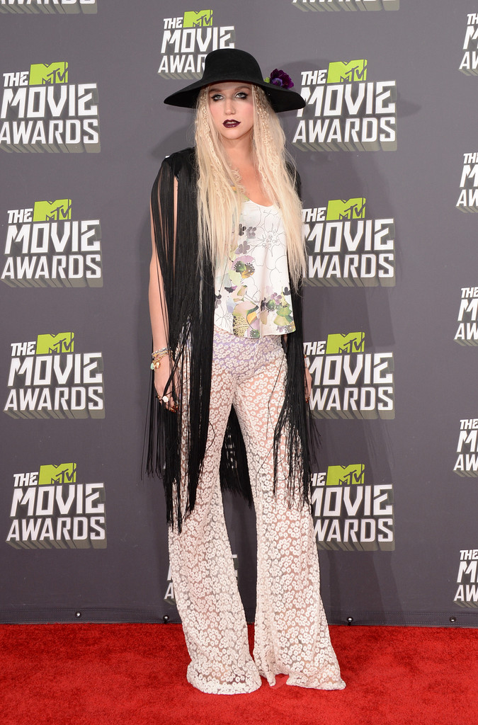 مـهـرجــــان 2013 Movie Awards Kesha 2013 MTV Movie Awards Arrivals S1_vzQ2fDLrx.jpg