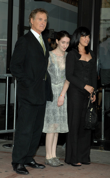 Kevin kline and phoebe cates photos photos the extra for Phoebe cates still married kevin kline
