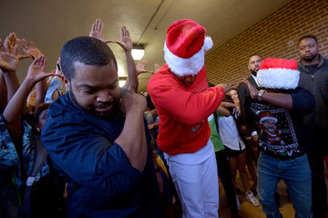Kevin Hart Ice Cube 'Ride Along 2' Stars Ice Cube, Kevin Hart and Carolina Panthers Quarterback Cam Newton Surprise Students