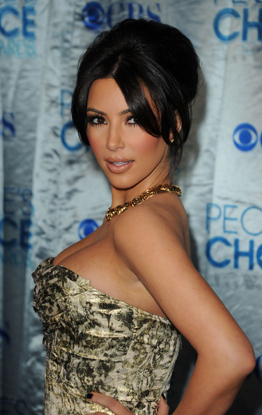 Kim Kardashian TV personality Kim Kardashian arrives at the 2011 People's Choice Awards at Nokia Theatre L.A. Live on January 5, 2011 in Los Angeles, California.