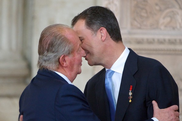 Prince Felipe of Spain (R) and King Juan Carlos of Spain (L) attend the official abdication ceremony at the Royal Palace on June 18, 2014 in Madrid, Spain.