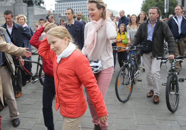 Princess Elisabeth and Queen Mathilde of Belgium attend the Car Free in Brussels on September 21, 2014 in Brussels, Belgium.