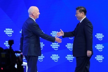 Klaus Schwab China's Xi Says No One Will Win Trade War at Davos World Economic Forum