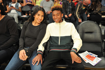Koraun Mayweather Celebrities At The Los Angeles Lakers Game