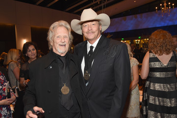 Kris Kristofferson Country Music Hall of Fame and Museum Hosts Medallion Ceremony to Celebrate 2017 Hall of Fame Inductees