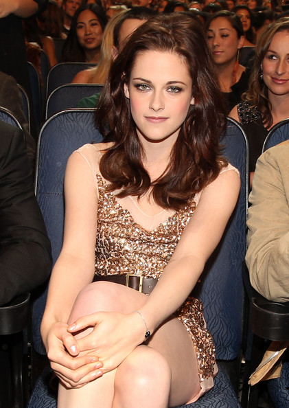 Kristen Stewart - 2011 People's Choice Awards - Backstage And Audience