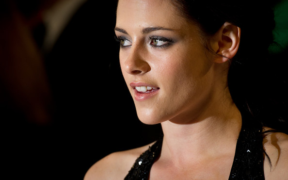 Kristen Stewart - The Twilight Saga: Breaking Dawn Part 1 - UK Premiere