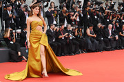 Isabeli Fontana walks the red carpet ahead of the Opening Ceremony and the 'La Vérité' (The Truth) screening during the 76th Venice Film Festival at Sala Grande on August 28, 2019 in Venice, Italy.