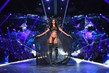 Lais Ribeiro 2018 Victoria's Secret Fashion Show in New York - Runway