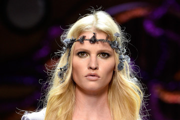 Lara Stone Models Walk for Atelier Versace During Paris Fashion Week