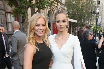 Laura Vandervoort The Humane Society of the United States' to the Rescue Los Angeles Gala - Inside