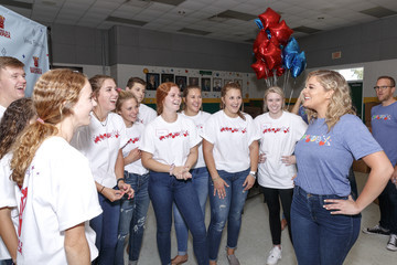 Lauren Alaina Vera Bradley X Blessings In A Backpack Event With Lauren Alaina