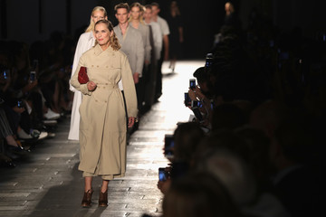 Lauren Hutton Bottega Veneta - Runway - Milan Fashion Week SS17