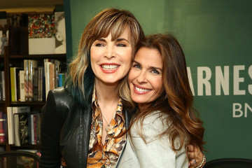 Lauren Koslow 'Days of Our Lives' Book Signing - Barnes and Noble 5th Avenue