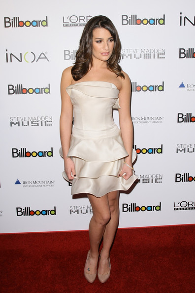 http://www2.pictures.zimbio.com/gi/Lea+Michele+Billboard+5th+Annual+Women+Music+sfb4HCVI-tXl.jpg