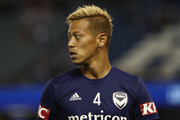 Keisuke Honda of the Victory warms up for the round one A-League match between Melbourne Victory and Melbourne City at Marvel Stadium on October 20, 2018 in Melbourne, Australia.