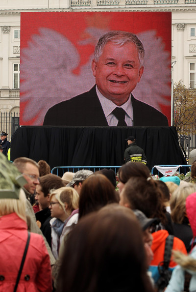 Warsaw Mourns Loss Of President []