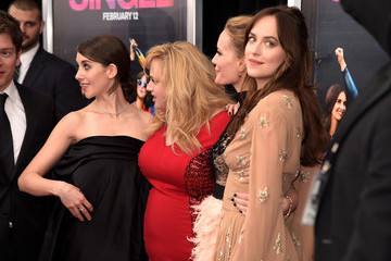 Leslie Mann Alison Brie 'How To Be Single' New York Premiere