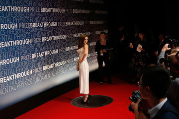 Lily Collins 2019 Breakthrough Prize - Red Carpet
