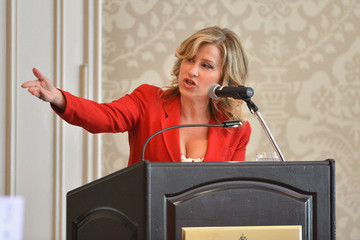 Lisa Ann Walter The Associates For Breast And Prostate Cancer Studies' Mother's Day Luncheon - Inside