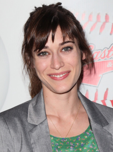Lizzy Caplan - Picture Colection